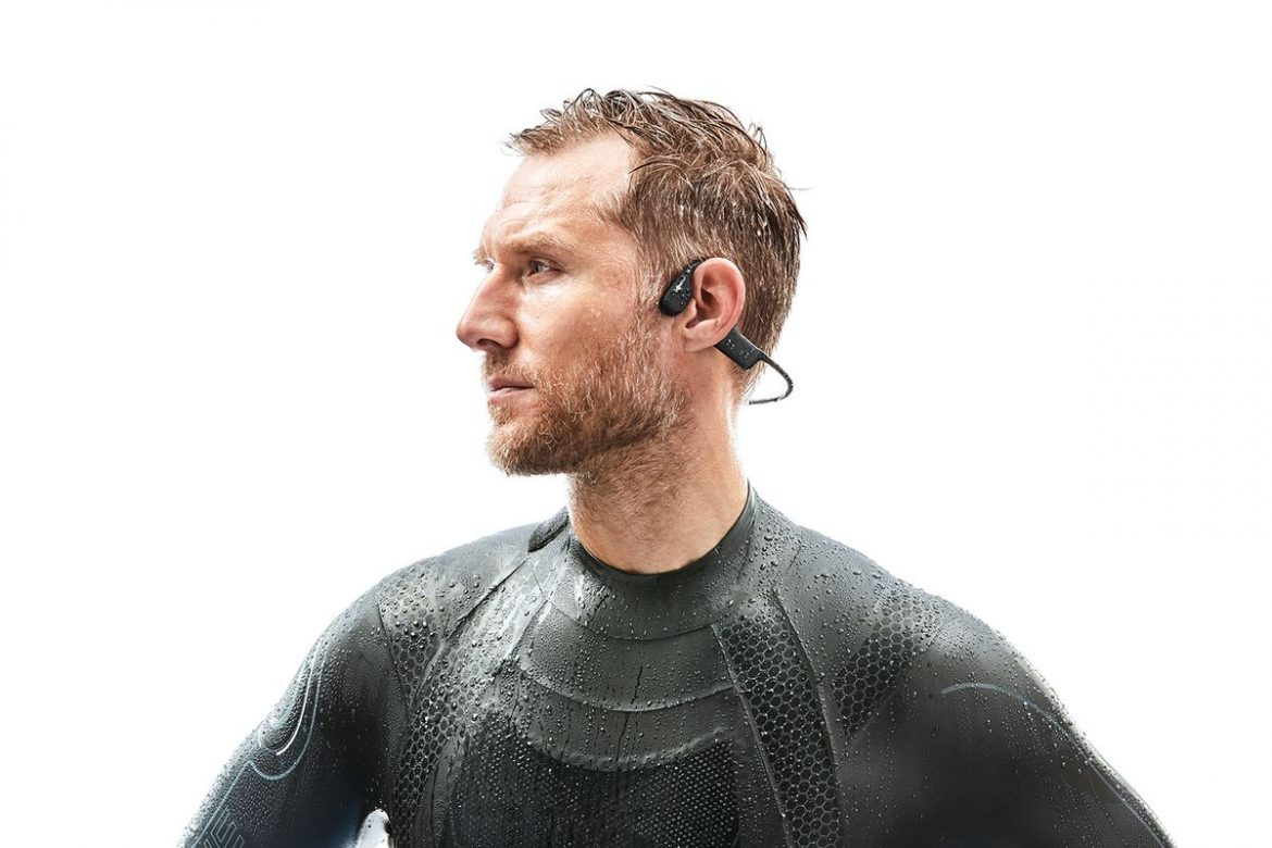 AfterShokz Xtrainerz Waterproof bone conduction headphones on CES